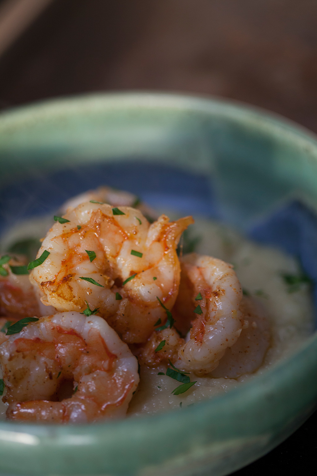 steaming shrimp n grits in aqua bowl | forkin' healthy