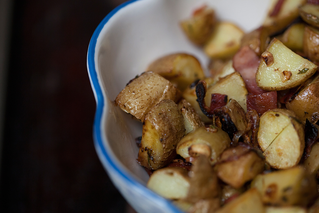 Beach House Hash potatoes in bowl with blue rim| Forkin' Healthy